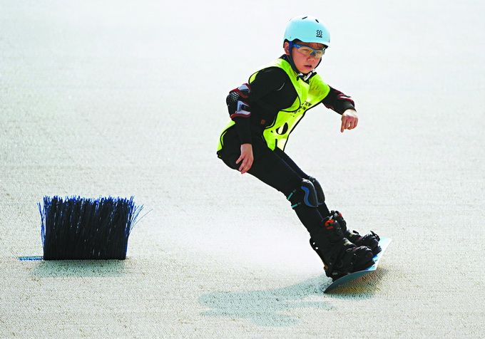 """北京小学生夏日驰骋在雪道?奥森公园滑雪场这些""""金针菇""""挺神奇图片"""