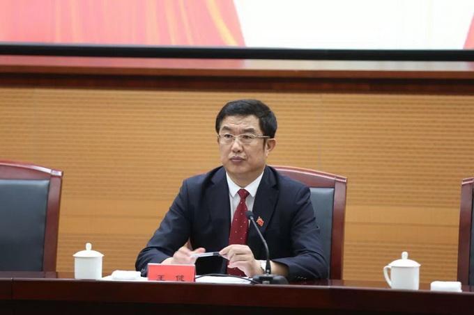 新任葫芦岛市委书记王健同样出生于1965年,他此前在沈阳工作长达30年