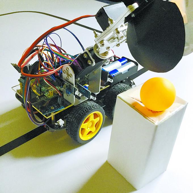 科技小能手刘东泽 :家里电器全被拆过 制作自动存取货机器人