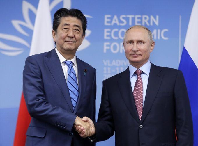 普京会见安倍晋三 俄罗斯总统:两国启动了一项前所未有的大型活动(原创)