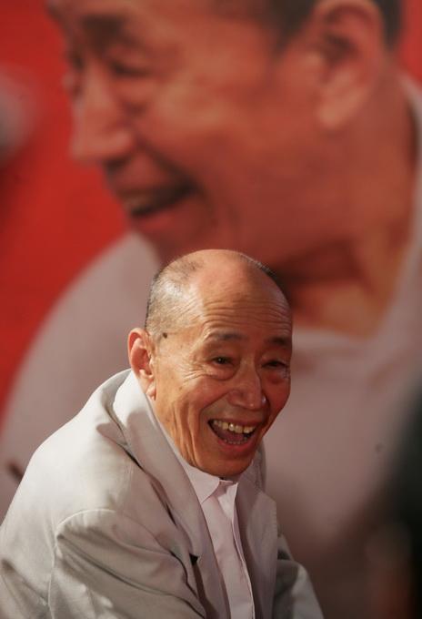 �W�j干啥能日�三百:北京人�表演��g家朱旭在京逝世在最�鄣奈�