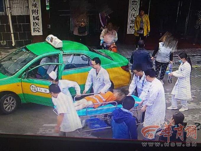 女子在出租车上生孩子 司机事后自费花几小时清洗出租车