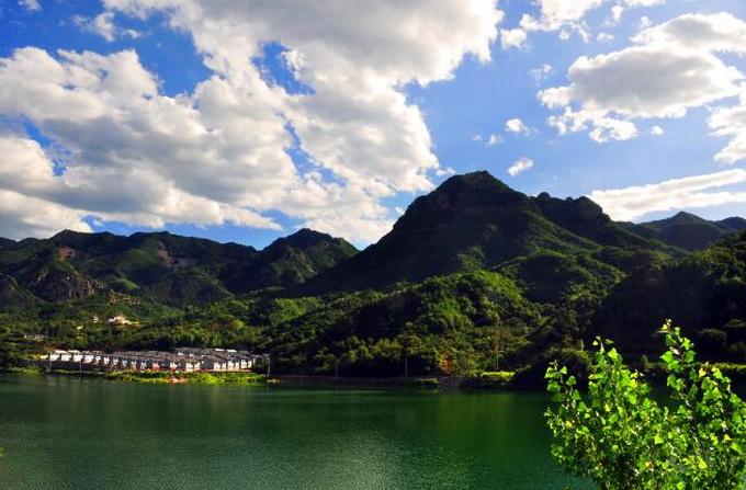 电话:010—61960598   黄草洼村位于金海湖畔,风景秀丽,是一个旅游