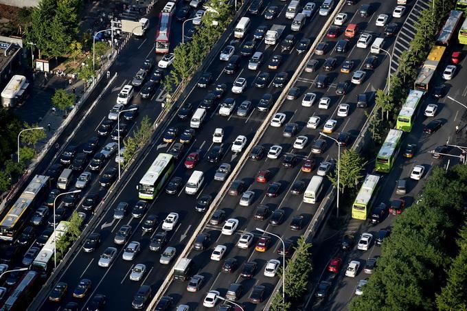北京小汽车摇号普通车申请人数超300万 新能源申请者将等8年 北晚