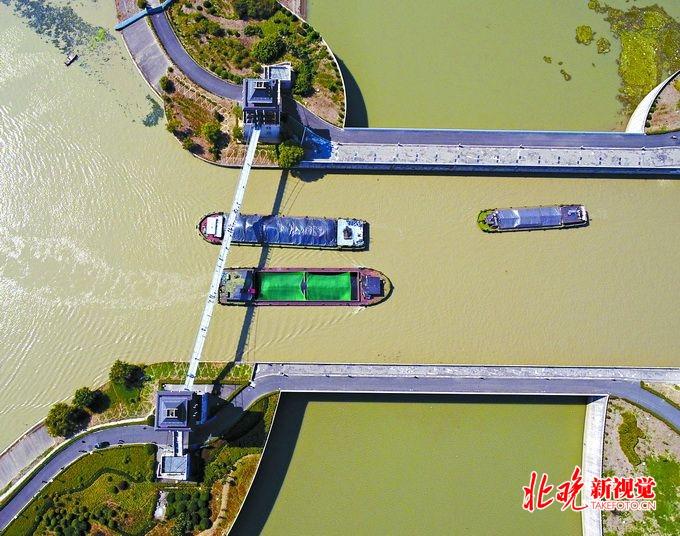 想换个方式访古赏秋?江苏淮安邀北京市民泛舟京杭大运河图片