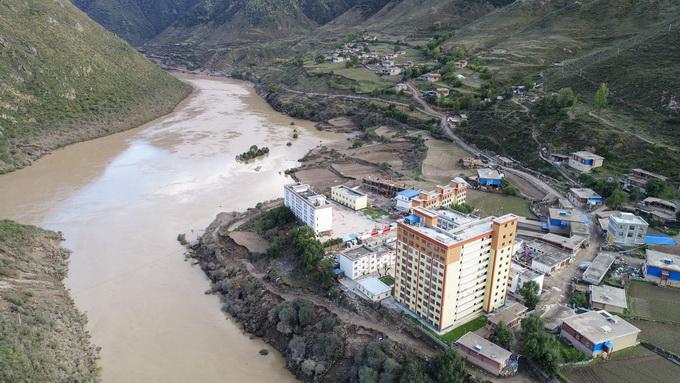 金沙江白格堰塞湖原址垮塌:已转移受威胁群众 提前调度水库电站