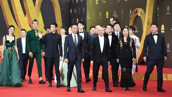 《红海行动》剧组在电影节红毯上.新华社记者 邓华 摄