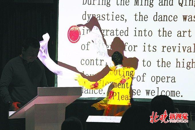 蒙古舞、剑舞、水袖舞.百余位外国人学跳中国