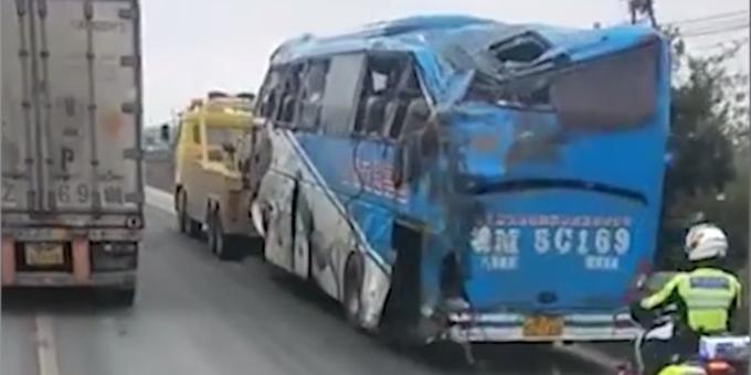 安徽49人客车翻车