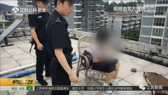 市民报警称有人要跳楼!看民警冲上7楼,吃糖的女孩懵了:我吗?