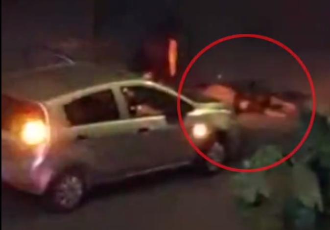 男子派出所外驾车疯狂碾人,淡定下车看看死者,网友看傻了