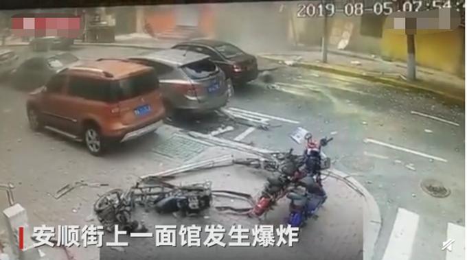 哈尔滨一面馆爆炸,老板娘被崩了出去,初步怀疑是煤气泄露