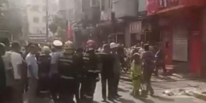 哈尔滨今晨一面馆爆炸,屋内凌乱房顶脱落,老板娘受伤严重