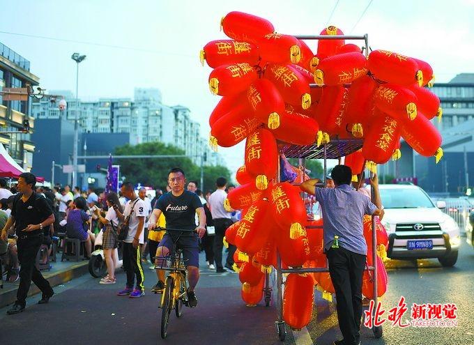 北京不夜城:书店不打烊喷泉也时尚 深夜食堂丰富夜生活