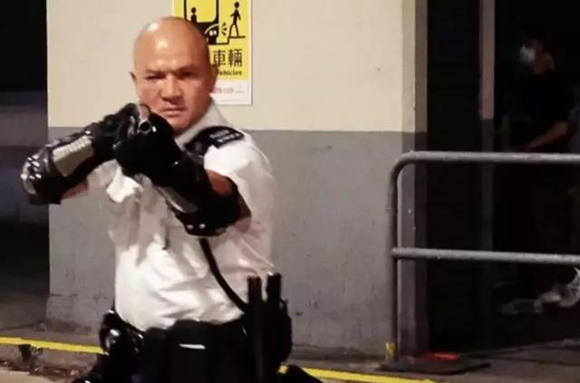 光头刘sir等香港警员受邀参加国庆庆典!祖国不会忘记英雄