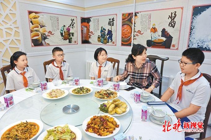 和校长吃顿饭要来个篮球场,北京广渠门中学校长午餐会值得学习
