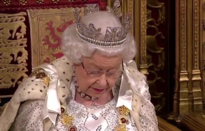 英国女王身家16亿英镑,回顾她传奇的人生
