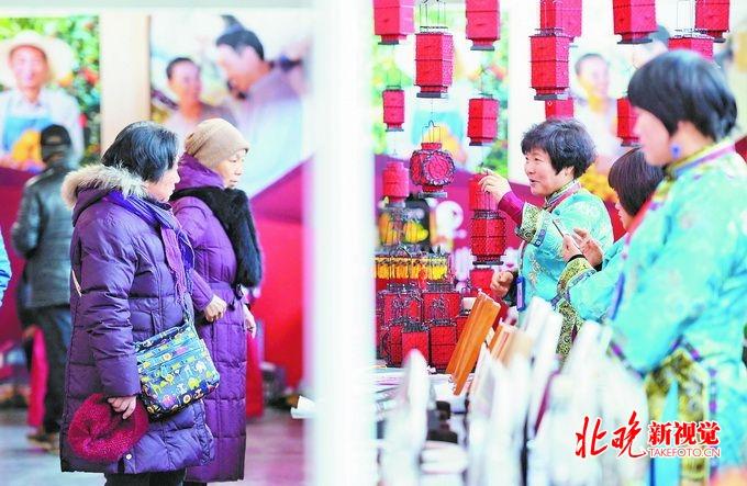 <strong>北京消费扶贫双创中心年货大集:每件年</strong>