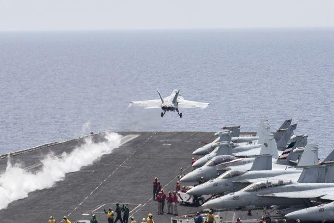 剑拔弩张!美军航母逼近,伊朗导弹部队进入战备状态
