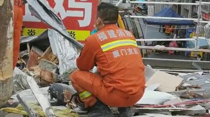 『推荐』太难受!遇难时2岁弟弟仍抱着4岁姐姐的腰,消防员现场蹲下大哭