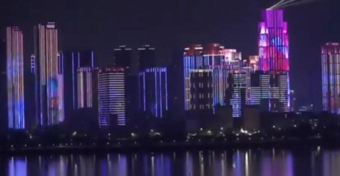 武汉解封灯光秀到底怎么回事?近千座楼宇和七座大桥一起被点亮