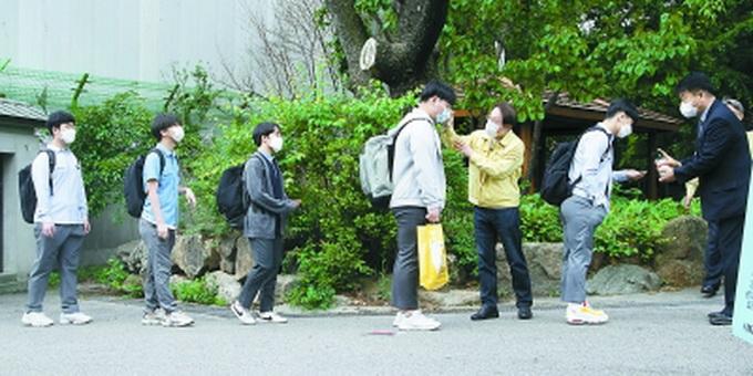韩国仁川高三复课首日2名学生确诊,致66所高中暂停返校
