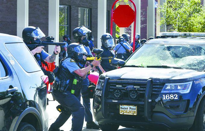 美国洛杉矶警察局_美国抗议活动持续发酵:洛杉矶示威者聚集警察局总部,包围 ...