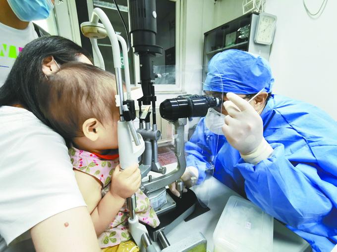 好医生|九旬奶奶高压超200,心衰老人进入抢救室,探访北京同仁医院夜班急诊